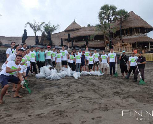 20170601-FINNS-BALI-CLEANING-BEACH-06