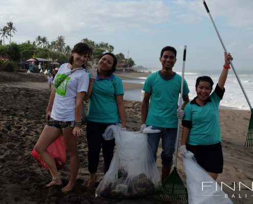 20170601-FINNS-BALI-CLEANING-BEACH-13