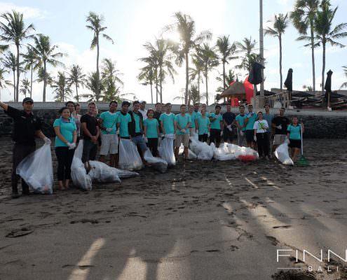 20170601-FINNS-BALI-CLEANING-BEACH-14